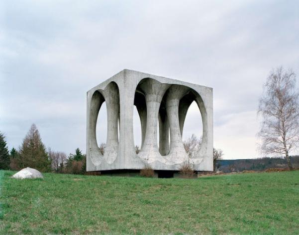 dc5be-spomenik_08