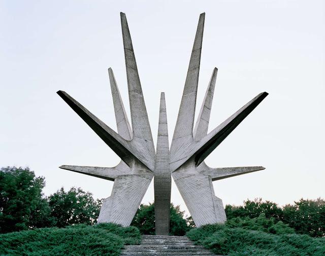 f18c0-spomenik_03